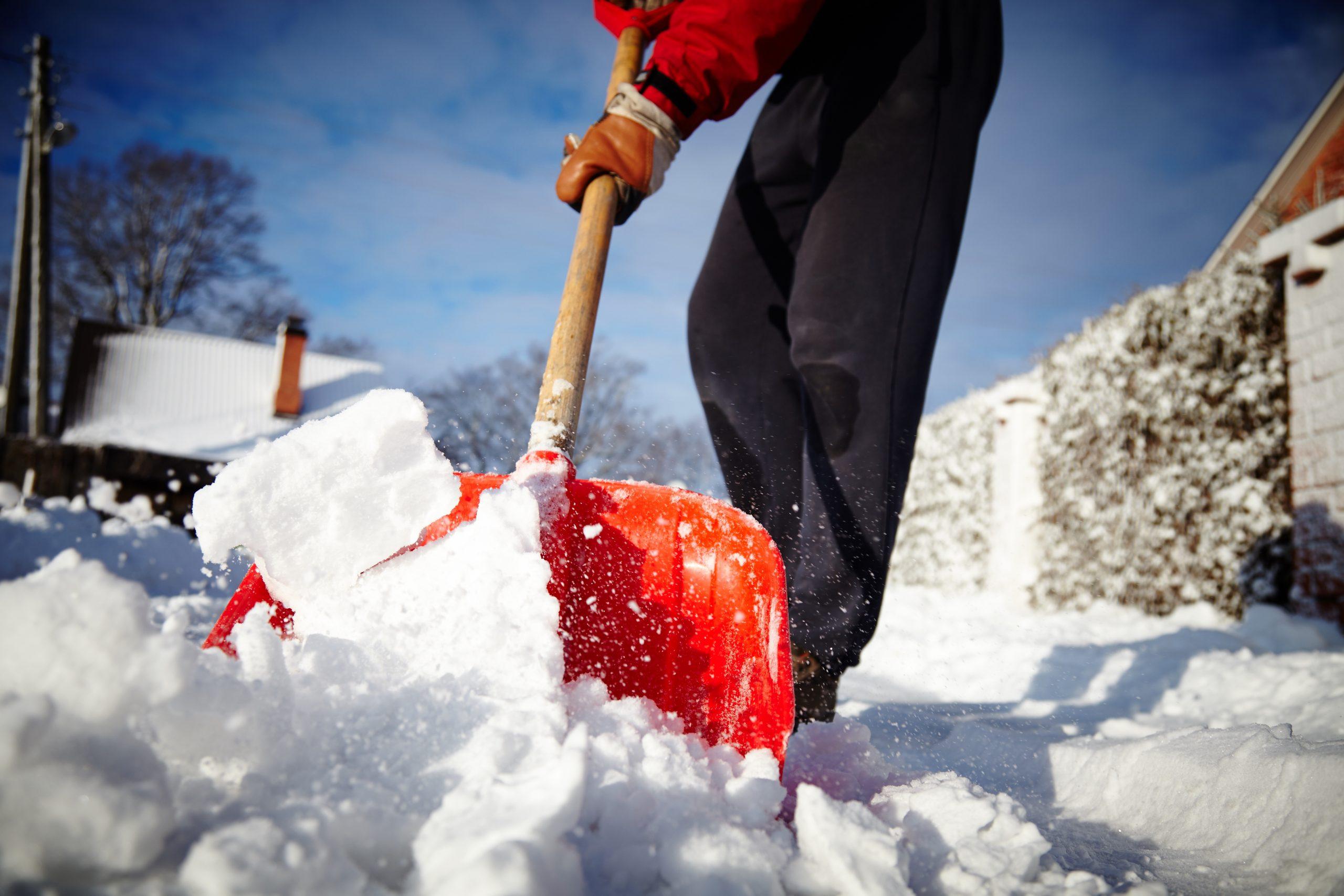 очищаем от снега